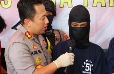 Dua Pria Berjaket Driver Ojek Online Tiba-Tiba Keluarkan Senjata Api di Minimarket - JPNN.com