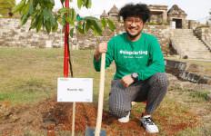 Peduli Lingkungan, Kunto Aji Ikut Hijaukan Candi Ratu Boko - JPNN.com