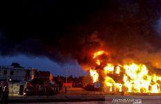 Dahsyat, Ratusan Gerbong Kereta Api Terbakar - JPNN.com