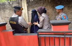 Densus Lepaskan Istri Terduga Teroris yang Ditangkap di Cianjur - JPNN.com