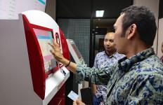 Cetak e-KTP di Anjungan Dukcapil Mandiri Hanya Butuh 1 Menit 30 Detik - JPNN.com