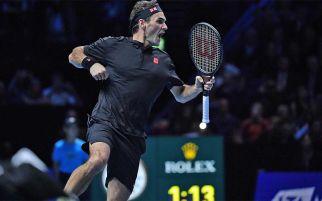 ATP Finals 2019: Roger Federer Bikin Novak Djokovic Gigit Jari