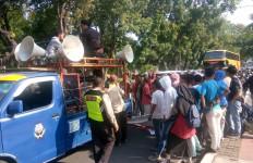 Sekelompok Preman Bubarkan Demo Mahasiswa di Dekat Istana - JPNN.com