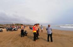 Dadan dan Puji Hilang Terseret Ombak Pantai Bagedur - JPNN.com