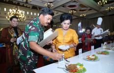 Keren! Panglima TNI Jadi Juri Lomba Memasak Nasi Goreng - JPNN.com