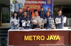 Polisi Ungkap Jenis Cairan Kimia yang Dipakai Pelaku Teror di Jakbar - JPNN.com