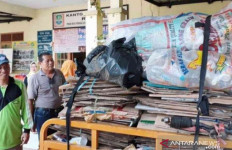 Bisa Dicontoh, Warga di Kota Ini Bayar PBB Pakai Sampah - JPNN.com