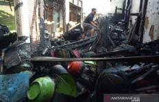 Kios di Pasar Guntur Garut Terbakar - JPNN.com