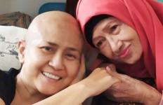 Ibunda Ria Irawan Ternyata juga Dirawat di Rumah Sakit - JPNN.com
