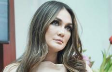 3 Berita Artis Terheboh: Luna Maya Pindah Agama? Rina Nose Murka - JPNN.com