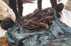 Ratusan Senjata Tajam Ditemukan dari Lokasi Pilkades di Sampang - JPNN.com