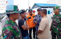 KM Restu Bundo Tenggelam Usai Disambar Petir, 1 Orang Tewas, 4 Hilang, 2 Selamat - JPNN.com