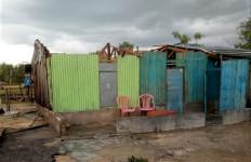 Hujan Disertai Angin Kencang Hancurkan Belasan Rumah Warga di Kupang - JPNN.com