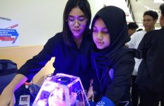 Inovasi 2 Siswi SMA SPK Pribadi, Mengubah CO2 menjadi O2 dalam Waktu Singkat - JPNN.com