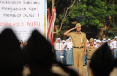 Menurut Ganjar Pranowo, Tidak Mungkin Honorer Dihapus - JPNN.com