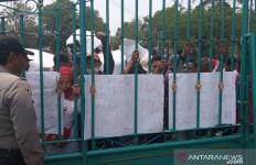 PKL Puncak Cisarua Menolak Digusur - JPNN.com