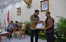 Pelindo III Raih Penganugerahan Keterbukaan Informasi Publik 2019 - JPNN.com
