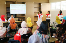 Nasib Guru PAUD di Daerah, Harus Rela Digaji Rp 100 Ribu - JPNN.com