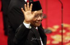 Istana 'Berasap', Rocky Gerung: Mahfud MD Bikin Pintu Darurat - JPNN.com