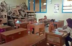 Pak Nadiem Makarim Harus Lihat Kondisi Sekolah Rusak Ini - JPNN.com