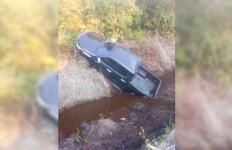 Mobil Pikap Bawa 12 Penumpang Masuk Parit, Tiga Orang Tewas - JPNN.com