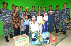 Sambut Hari Armada RI 2019, KRI Sidat-851 Anjangsana ke Panti Asuhan - JPNN.com