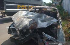 Mobil Perampok Terbakar Diberondong Tembakan Polisi - JPNN.com