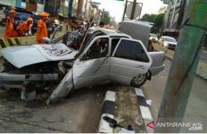 Mobil Berbendera Tauhid Alami Kecelakaan Saat Menuju Acara Reuni 212 - JPNN.com