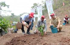Astra Honda Motor Bangun Lingkungan dengan Program 1.000 Pohon Buah Langka - JPNN.com