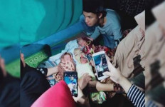 Ibu Muda Meninggal Dunia Usai Melahirkan Bayi Kembar Tiga Secara Normal - JPNN.com