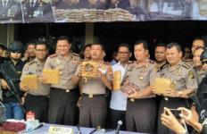 Istimewa, 58 Personel Polres Jakbar Raih Pin Emas dari Kapolri - JPNN.com