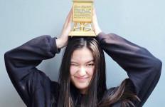 Stephanie Poetri Raih Penghargaan MAMA 2019, Titi DJ Menangis - JPNN.com