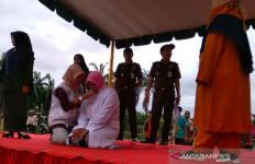 Enaknya Berzina Hanya 5 Menit, Malunya Seumur Hidup Kena Hukuman Cambuk 100 Kali - JPNN.com