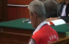 Tak Tahu Malu, Kakek Cabul Ini Tidur Nyenyak Saat Hakim Sedang Bacakan Vonisnya - JPNN.com