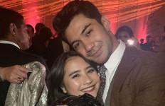 Prilly Latuconsina Menangis di Pelukan Reza Rahadian - JPNN.com