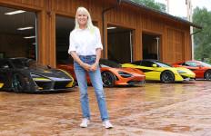 Wanita Cantik Ini Hobi Mengoleksi Supercar, Satu di Antaranya Berbanderol Rp 14 Miliar - JPNN.com