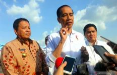 Jokowi: Alhamdulillah, Ini Jalan Tol Pertama di Kalimantan - JPNN.com
