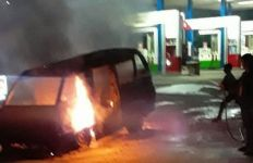 Angkot Terbakar di SPBU - JPNN.com