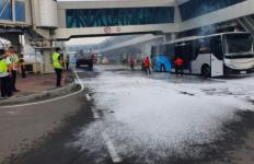 Bus Gapura Angkasa di Bandara Soetta Terbakar - JPNN.com