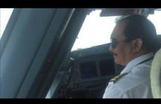 Iis Dahlia Artis Beken, Satrio Pilot Senior Garuda, Wajar Uang Jajan Anaknya Rp 10 Juta - JPNN.com