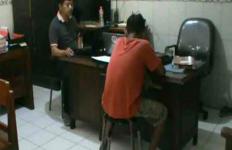 Uripmu Piye Bro, Bobol Kotak Amal Masjid Demi Perbaiki Handphone - JPNN.com