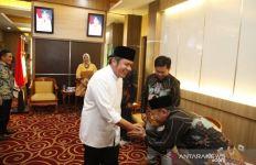 Gubernur Janji Perjuangkan Nasib Guru Honorer - JPNN.com