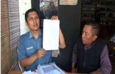 20 Tahun Mengabdi, Guru PNS Ini Tak Terima Dipecat Pemkab - JPNN.com