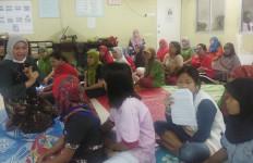 Menaker Kunjungi Pekerja Migran Indonesia di Sony Malaysia - JPNN.com