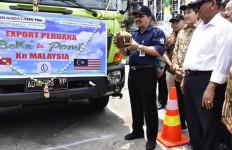 Kementan Lepas Ekspor Perdana Pupuk Cair Organik dan Dekomposer ke Malaysia - JPNN.com