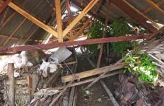 Puting Beliung Bercampur Butiran Es Menerjang Ratusan Rumah Warga - JPNN.com