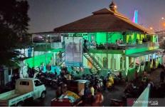 Digusur, Warga Pilih Tinggal di Masjid - JPNN.com