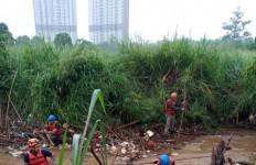 Bocah 12 Tahun yang Hanyut di Kali Angke Belum Ditemukan - JPNN.com