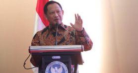 Mendagri Tito Karnavian Menerima Bantuan dari Singapura untuk Menangani Corona