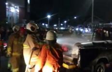 Bum, Mobil Pengangkut Bensin Terbakar - JPNN.com